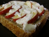 http://gourmetmemoirs.files.wordpress.com/2011/04/apple-goat-cheese-toast.jpg